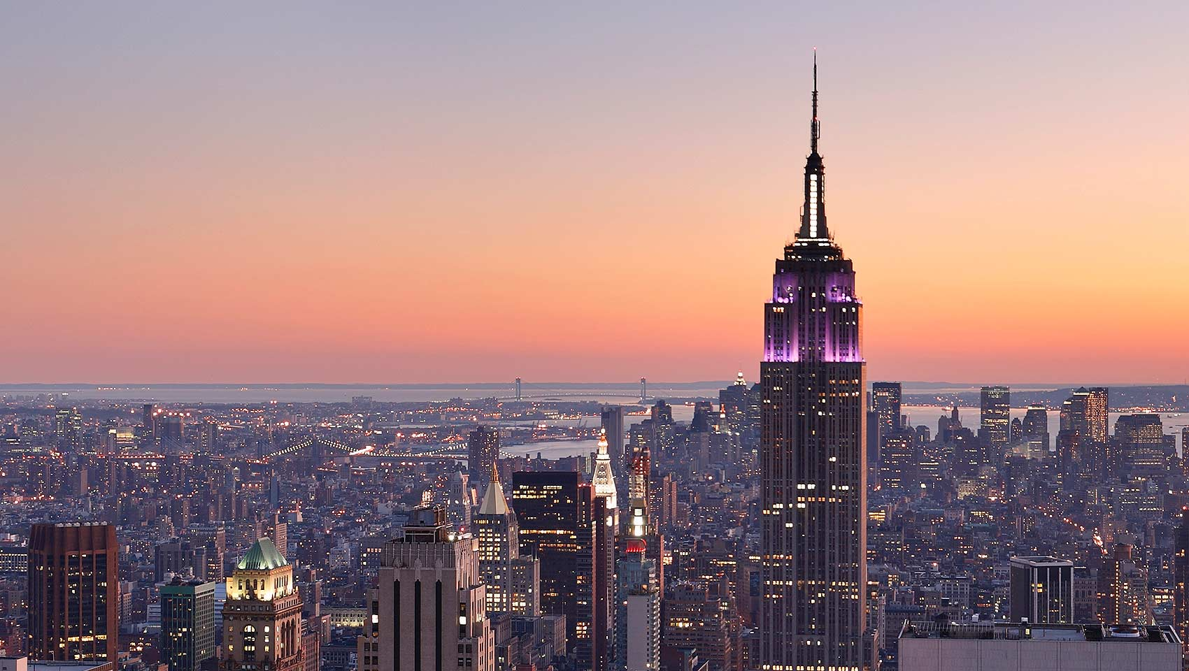 new-york-city-skyline-at-dusk-zo-cf1a9c35-1